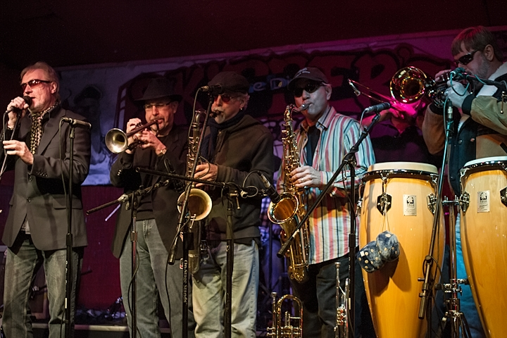 Roger & Blues Business UK Perform Backed by 5 Piece Horn Section Skipperdome USA